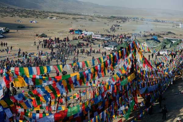 拉萨租车自驾游感受西藏最具特色的节日
