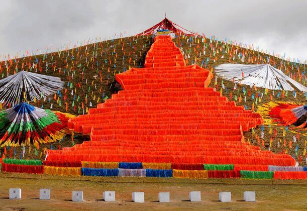 藏族风马旗——西藏租车旅游印象