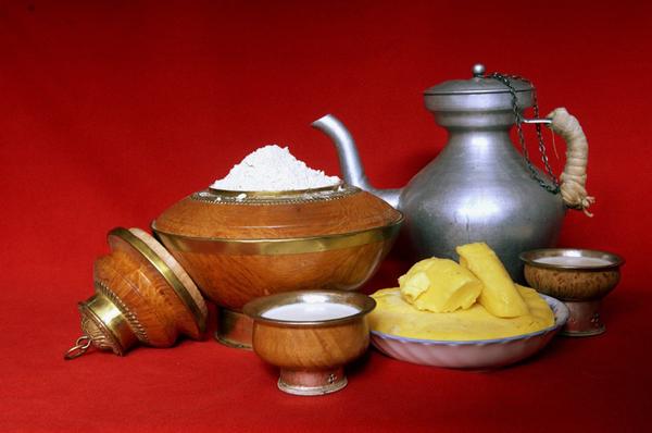 糌粑与酥油茶——西藏包车旅游品尝藏区美食