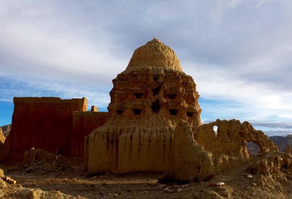 古格王朝——西藏包车旅游探秘消失的王朝印记