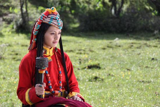 藏服饰——西藏旅游包车途中妹子的